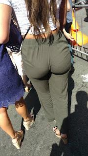 Linda rubia pantalones vestir entallados