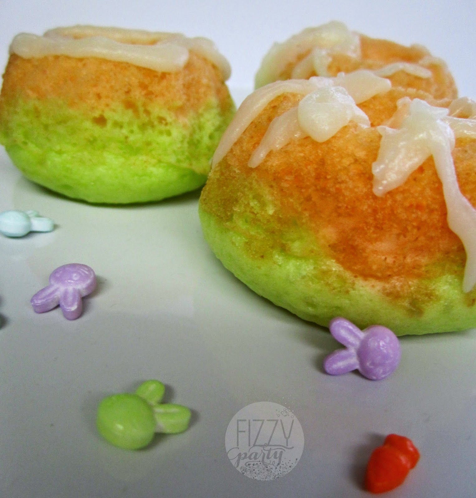 Spring mini bundt cakes by Fizzy Party
