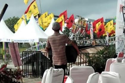 Panggung Kampanye Jokowi di Makkasar Roboh Diterjang Hujan