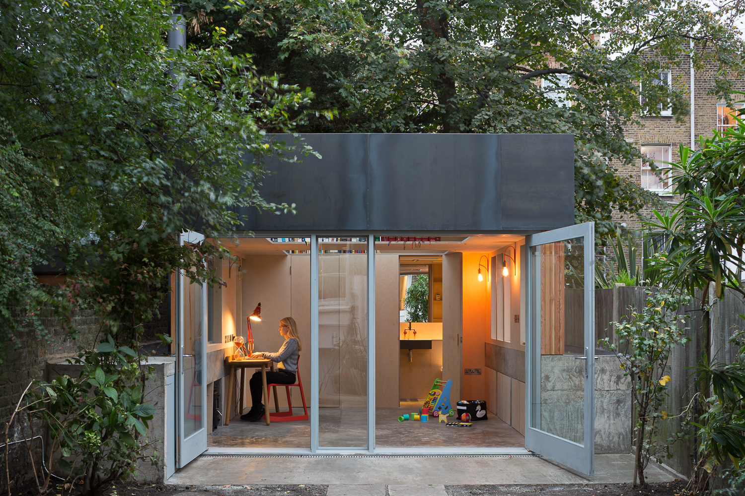 Hereu0027s A Marvellous Garden Office In London From Turner Architects Designed  As A Study And For Use As A Spare Room With Storage.