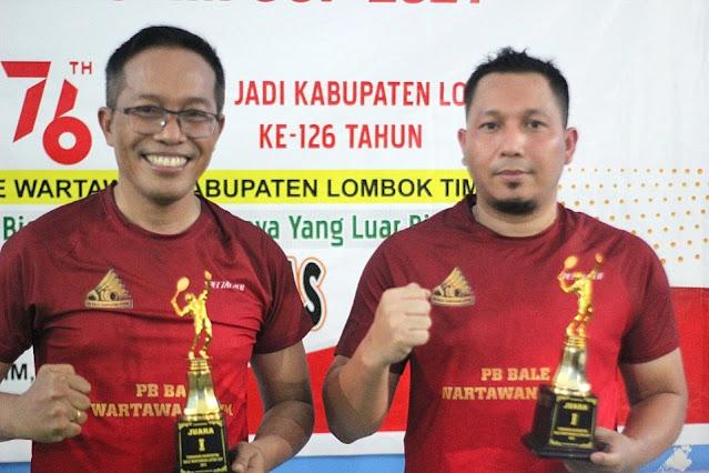 Pasangan Sekda/Lamora juarai Turnamen Badminton Bale Wartawan Cup 2021