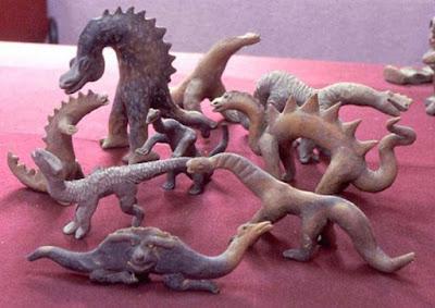 Alcune delle mitiche raffigurazioni di dinosauri di Acámbaro.