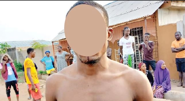 Commotion As Ogun Community Dwellers Overpower Robber, Beat Him To Death #Arewapublisize
