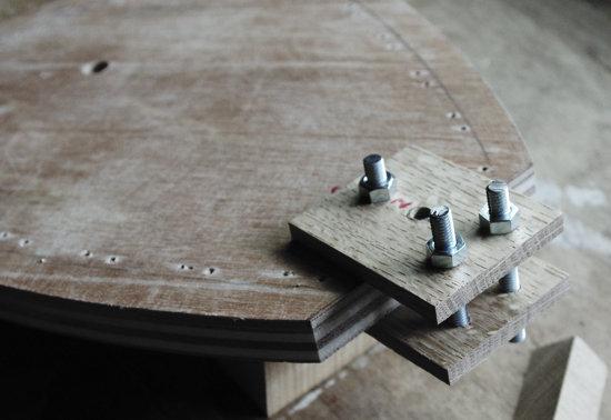 型とグリップ材を固定するボルト