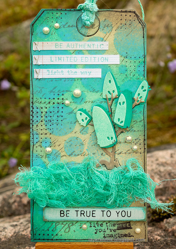 Layers of ink - Salvaged Patina Tag Tutorial by Anna-Karin Evaldsson.