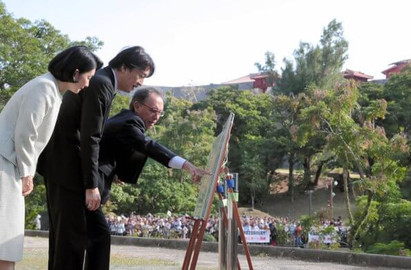 Crown Prince Akishino and Crown Princess Kiko visited Peace Memorial Park in the city of Itoman in Okinawa Prefecture