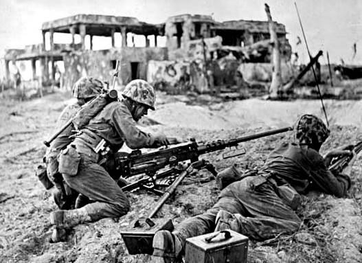 Marines de los EEUU en la playa del islote de Namur