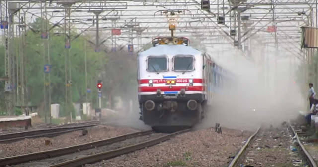 Gatiman-Express-running-between-Delhi-and-Jhansi-is-the-fastest-train-in-India