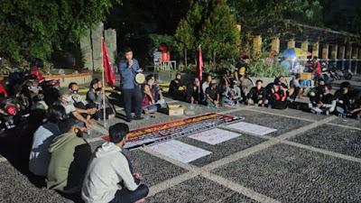 Aliansi Pemuda Kendal Gelar Aksi Teatrikal Tolak KAMI