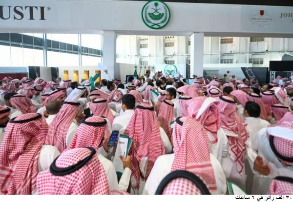 شهد معرض الصقور السعودي 30 الف زائر منذو اول ساعات انطلاقه
