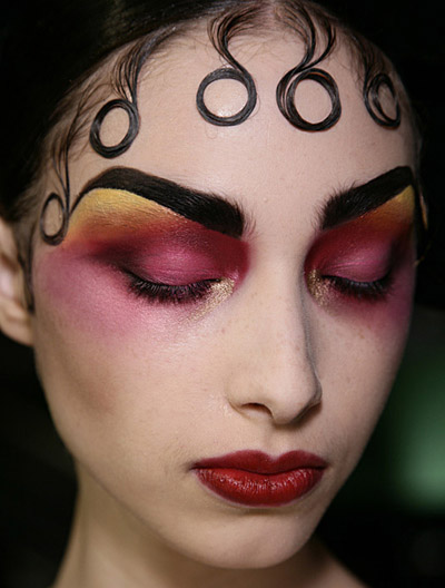 Pat Mcgrath S Best Runway Looks: No Ordinary Makeup: All Hail Pat McGrath