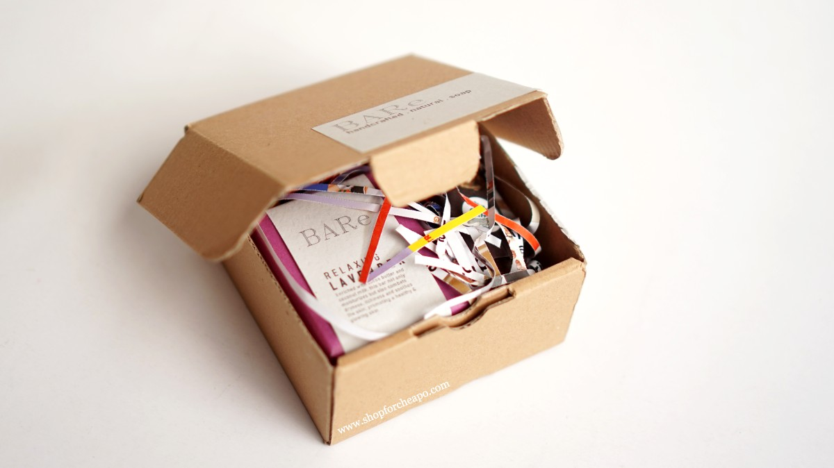 kemasan pengiriman menggunakan kardus dan shredded paper