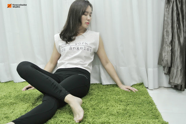 Stepheny Siew wearing jonlivia compress pant sitting on the floor to rest