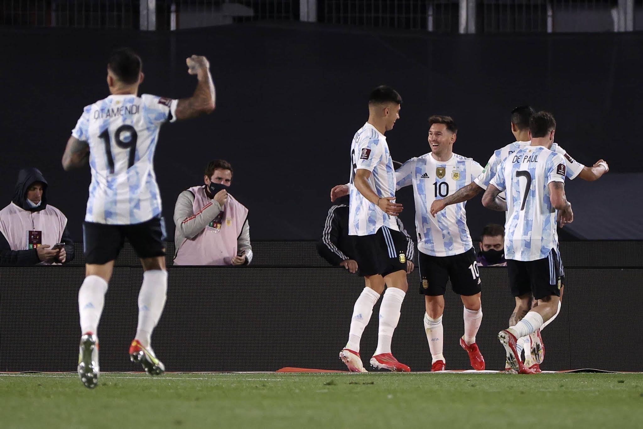 Messi brilla con tres goles y Argentina celebra la vuelta del público con triunfo sobre Bolivia