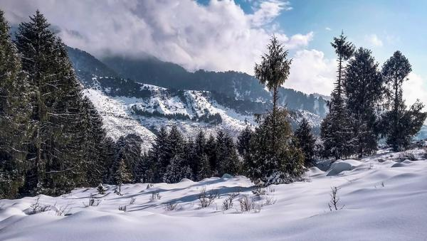 Rajgundha covered by snow