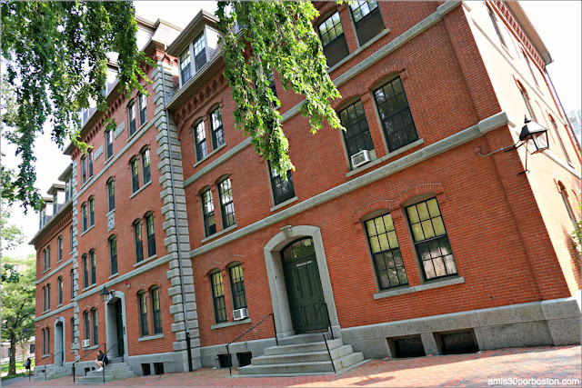 Grays Hall en el Campus de la Universidad de Harvard