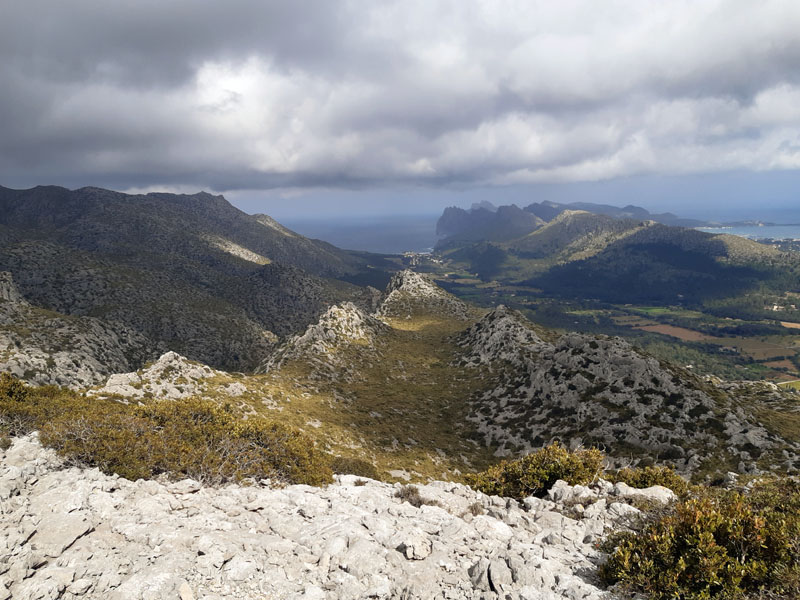 Cala Sant Vincenc vista dalle montagne - Maiorca
