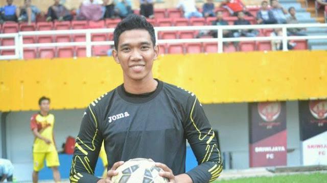 Tri Hamdani Goentara, Penjaga Gawang Sriwijaya FC dan merupakan Penjaga Gawang Jebolan Kompetisi Sepak Bola di Sumatera Selatan yang bernama Sumsel Super League (sumber foto : internet)