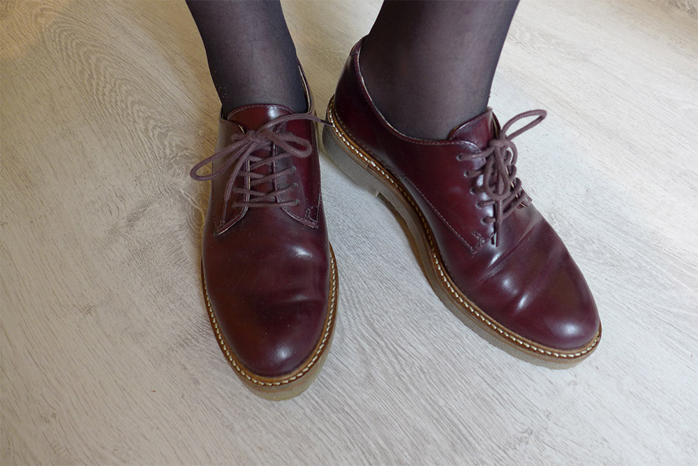 look rétro vintage et derbies oxford bordeaux Kickers