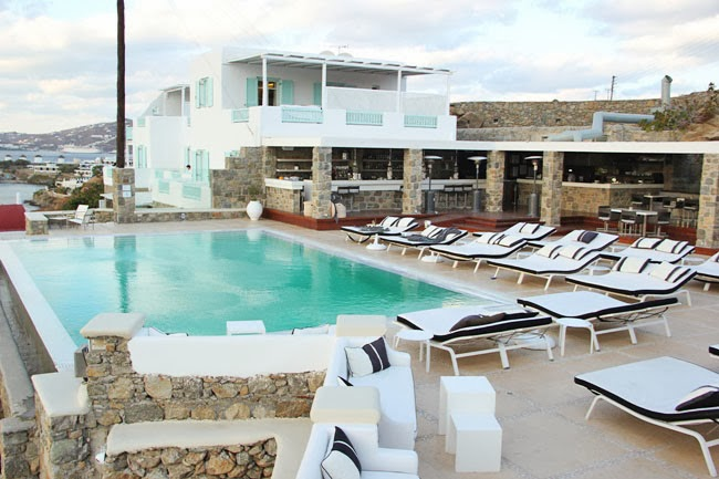 Bill & Coo Suites and Lounge pool