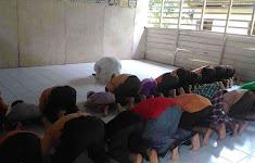 Shalat Berjama'ah Rutin di MIS dan MTs Nurul Huda Tandun