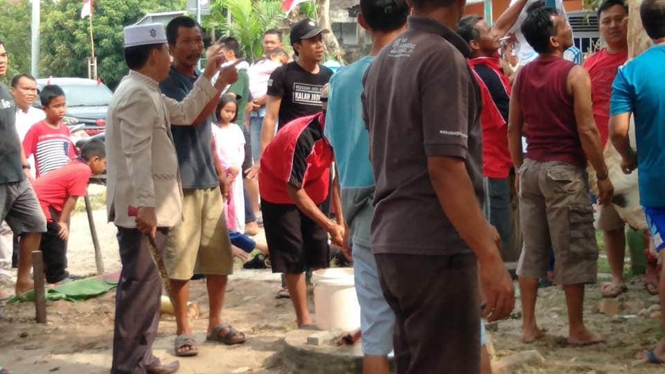 Photo suasana prosesi penyembelihan hewan qurban di Tanjung Sari Jambi