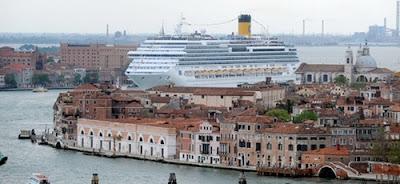 Venezia, manifesta No Grandi Navi