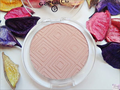 Essence matt touch blush
