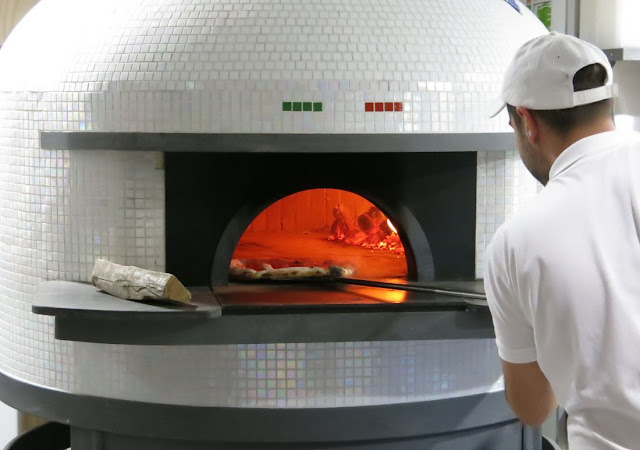 Eat'aliano by Pino, Windsor, pizza oven