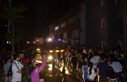 Hàng loạt chung cư gặp họa ở TP HCM: Cháy, tràn bùn, sụt lún