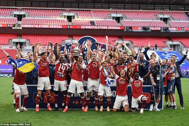 """Arsenal - Aubameyang """"vô đối"""" FA Cup: Đón mưa kỷ lục, triệu fan vỡ òa 2"""