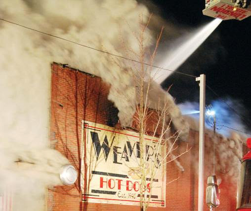Kaintuckeean :: All Things Kentucky: Fire at Weaver's Hot Dogs in London