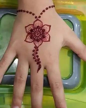simple-flower-mehndi-design-for-kids