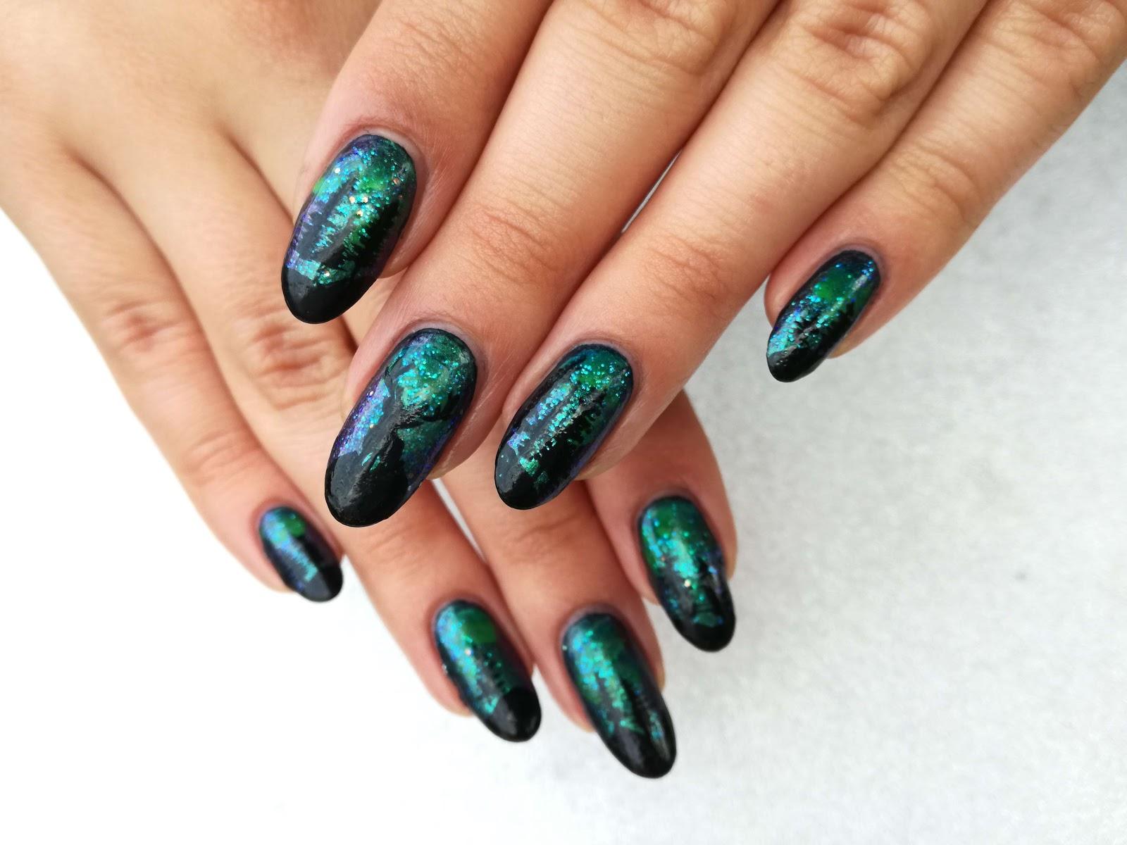 obie dłonie - zdobienie paznokci