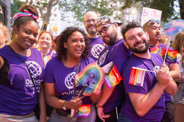 Foto de um grupo de pessoas da OutRight Action International. Crédito: Hanna Benavides