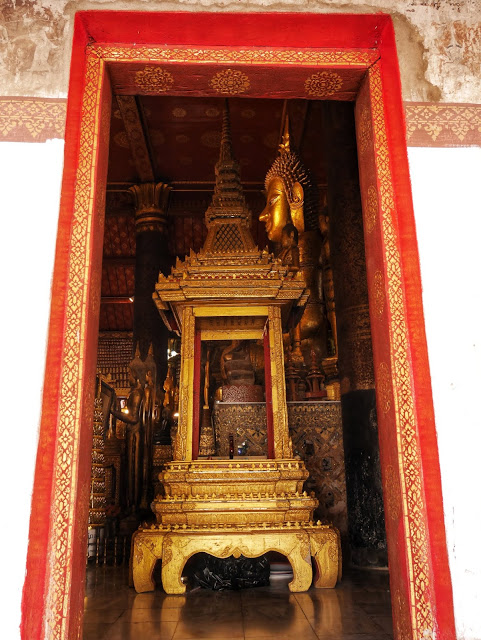 temple interior at Wat Mai