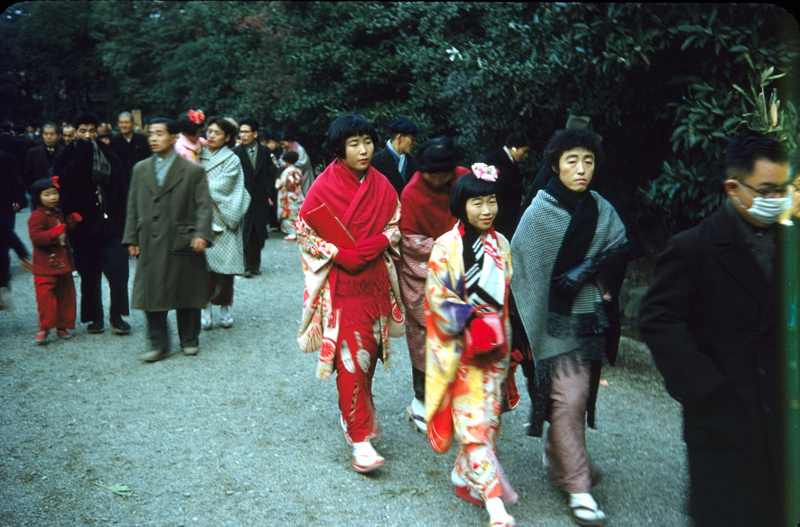 16 Wonderful Color Photographs Capture Everyday Life in Nagoya, Japan in the 1950s