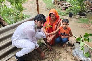 सभासद ने वैवाहिक वर्षगांठ पर पत्नी सुषमा यादव के साथ किया पौधरोपण    #NayaSaberaNetwork