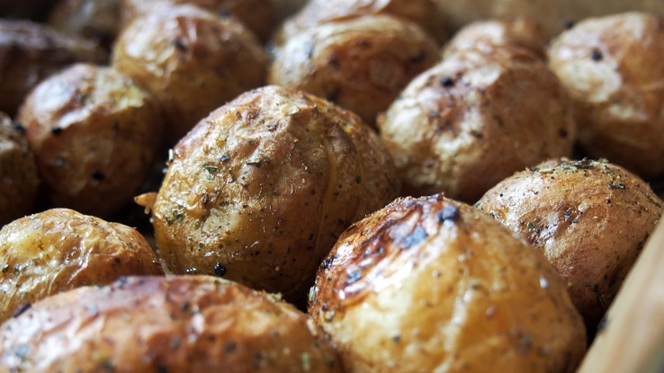 Pieczone ziemniaczki z chrupiącą skórką