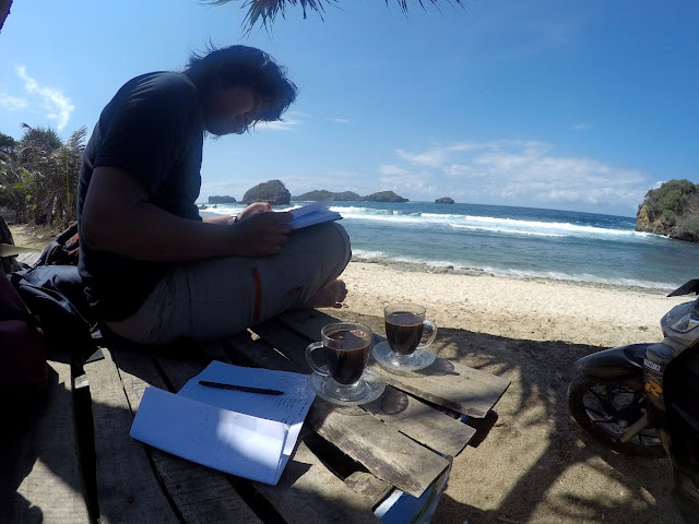 Kerja di Pinggir Pantai