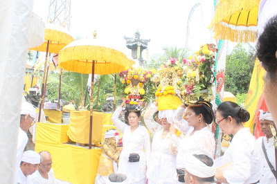 Mantra Panganjali dan Parama Santih Berserta Artinya dalam Agama Hindu
