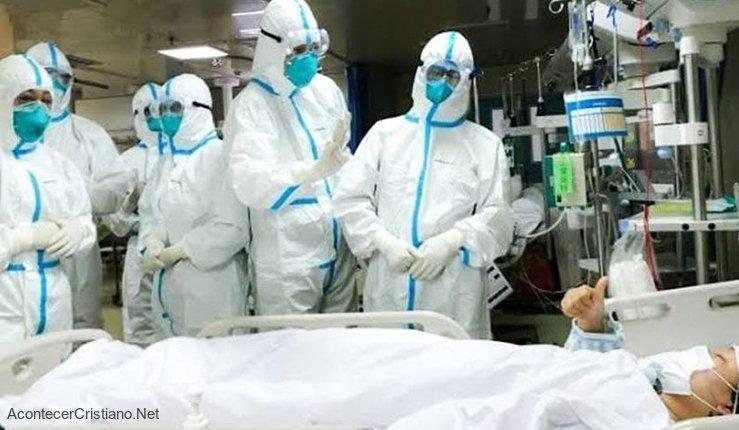 Médicos atienden pacientes de coronavirus