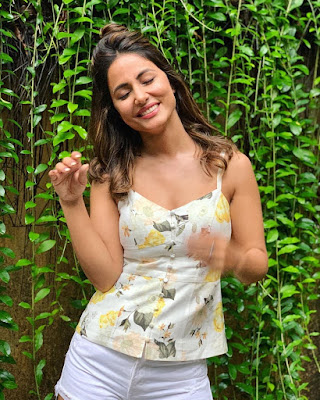 Hina Khan is in love with her new hairstyle, flaunts pictures on social media