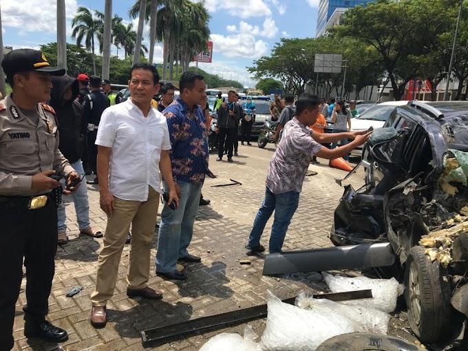 Pluit : Tabrak 5 Mobil Pengemudi Grend Livina Tewas Ditempat