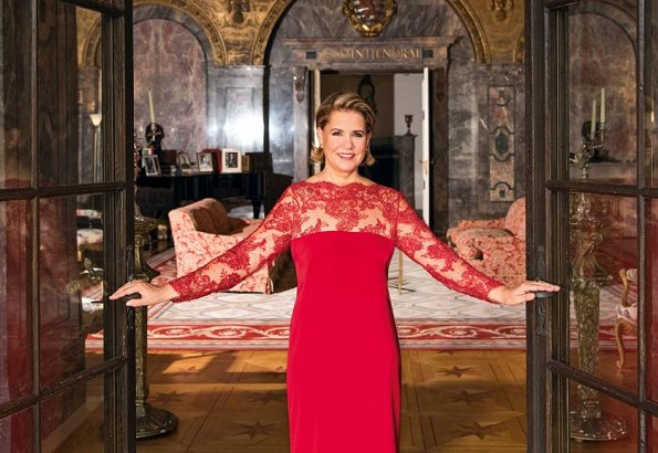 Grand Duchess Maria Teresa invited a reporter of German magazine Bunte to Berg Castle and gave an interview to Bunte