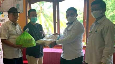 bantuan diserahkan kepada warga Desa Silungkang Duo