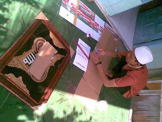 Kang Hamzah Lagi Packing Kaligrafi Kuit Telur