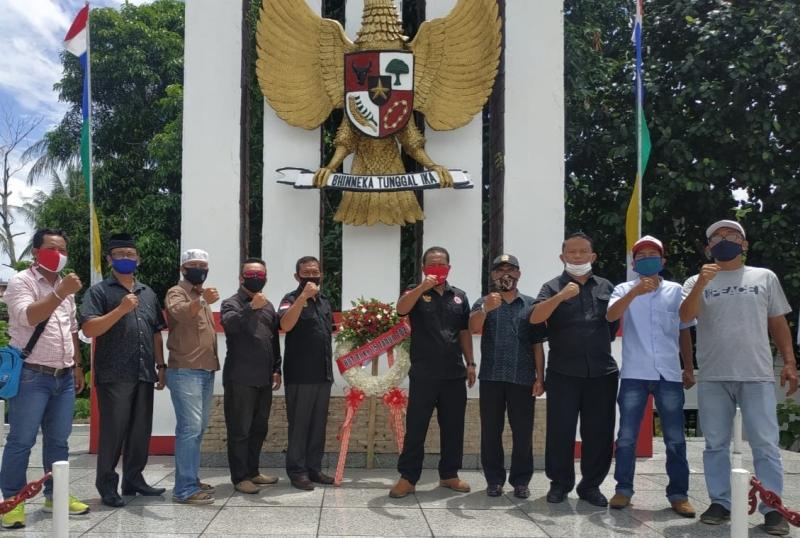 Garda Pemuda NasDem Tanjungpinang Ziarah ke Taman Makam Pahlawan