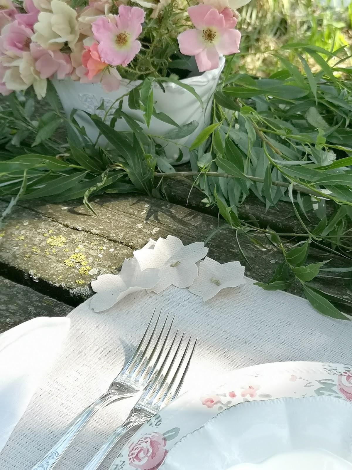 la tavola per il picnic