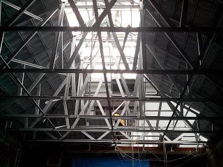 Rangka atap baja ringan galvalum dengan genteng metal